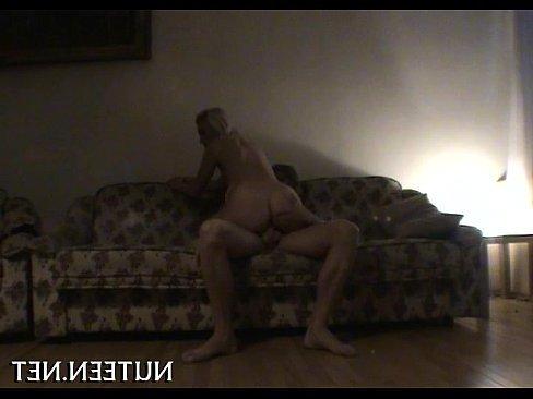 русскую мамку ебут дома