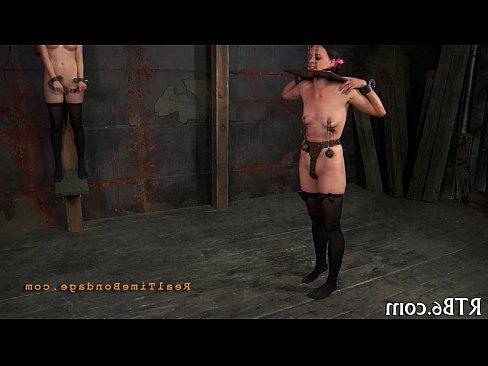 порно зрелая трахает страпоном